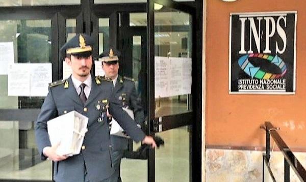 GDF INPS FURBETTI DEL SUSSIDIO: INDAGINI SU 14 SOCIETÀUTILIZZATE PER FRODARE L'INPS: DENUNCIATI IN 400