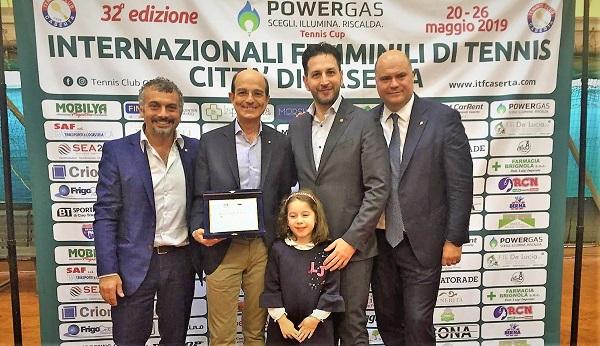 IMG 20190529 WA0018 IL ROTARY CLUB CASERTA LUIGI VANVITELLI CONSEGNA TARGHE COMMEMORATIVE AL TENNIS CLUB CASERTA