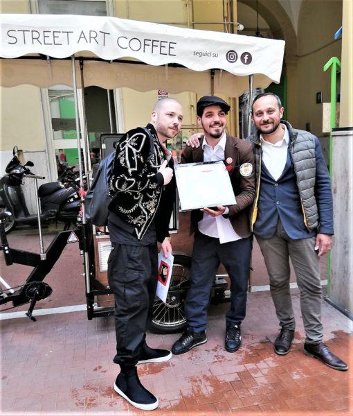 %name STREET ART, LAMBASCIATORE DI SPAGNA RICEVE LA TELA DON PEDRO NEI QUARTIERI SPAGNOLI