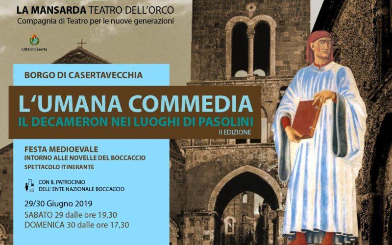 """Lumana Commedia Cartolina 10x15 2019 fronte LA MANSARDAPRESENTA """"L'UMANA COMMEDIA– IL DECAMERON NEI LUOGHI DI PASOLINI"""