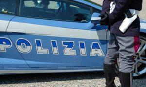 arresto polizia 2 300x180 MOLESTIE VERSO ALLIEVE MINORENNI, AI DOMICILIARI ISTRUTTORE DI UN MANEGGIO