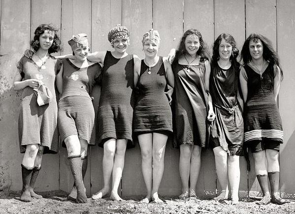 at the beach 1920s IL COSTUME DA BAGNO...E LEMANCIPAZIONE FEMMINILE