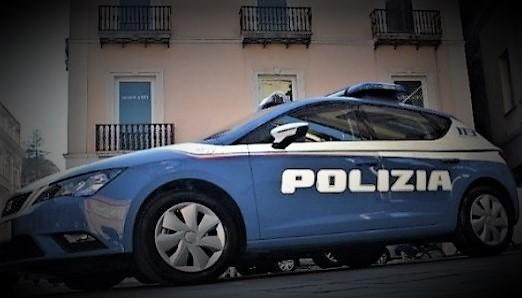 polizia VILLA DI BRIANO  MINACCIA PASSANTE CON UNA PISTOLA, GIÀ PRONTO IL COLPO IN CANNA: ARRESTATO 44enne