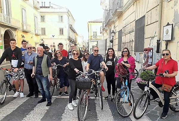 scuola in bici IERI PEDALATA PRIMA DEGLI ESAMI ORGANIZZATA DAL GIORDANI