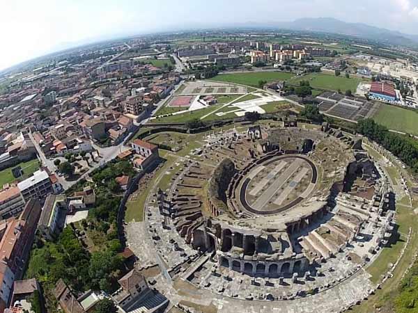 Anfiteatro Capua LIBERA NOS A MALO: VIAGGIO NELLANTICA CAPUA TRA PAGANESIMO E CRISTIANESIMO   seconda parte