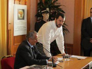 Antonio Savino e Matteo Salvini 300x225 MILITARE NASSIRYA RESTITUISCE MEDAGLIA, LO STATO CHIEDE IL RIMBORSO. UNAC: VERGOGNA SU DI LUI