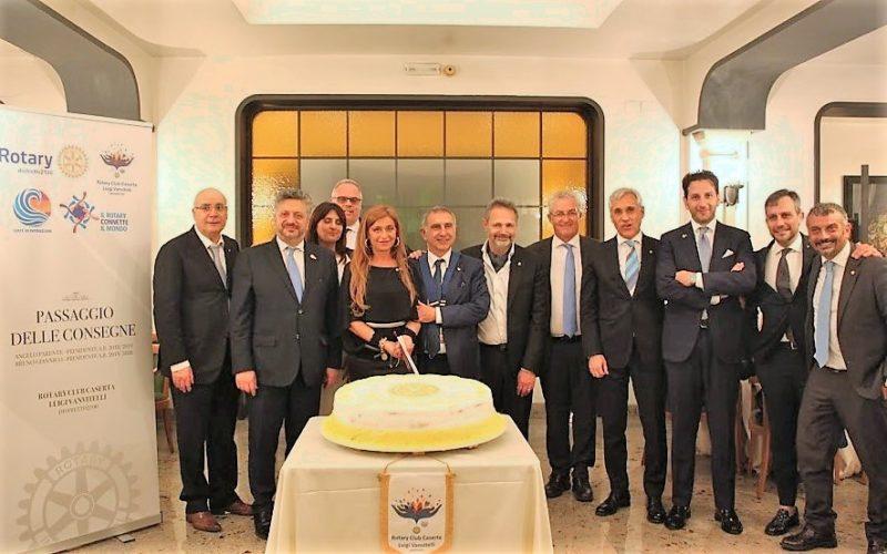 """foto squadra PASSAGGIO DEL COLLARE AL ROTARY CLUB CASERTA """"LUIGI VANVITELLI"""": BRUNO GIANNICO SUBENTRA A ANGELO PARENTE"""