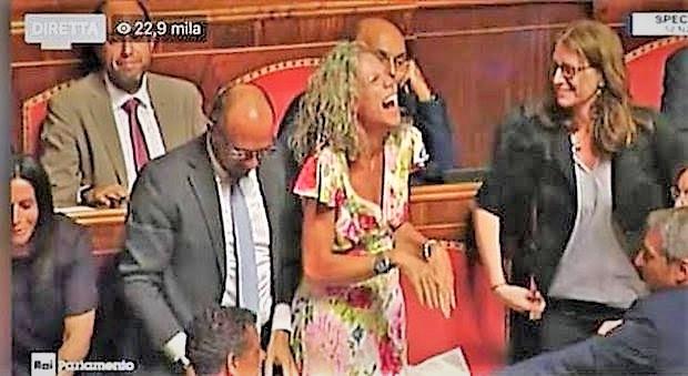%name POLITICA SMEMORATA & SAGGI DI BON TON