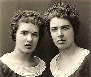 838 papin sisters portrait circa 1928 CHRISTINE E LEA PAPIN: IL MACABRO CASO DELLE SORELLE ASSASSINE