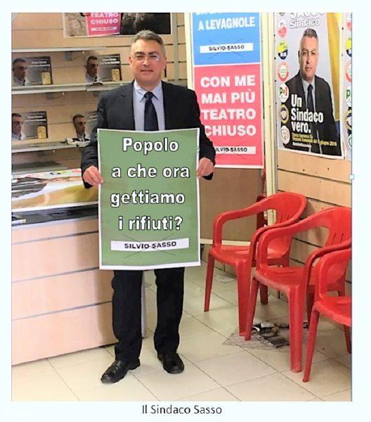 sasso cartello 2 SESSA AURUNCA: I CITTADINI INFORMANO IL SINDACO CHE È CAMBIATO L'ORARIO DELLA RACCOLTA DEI RIFIUTI!