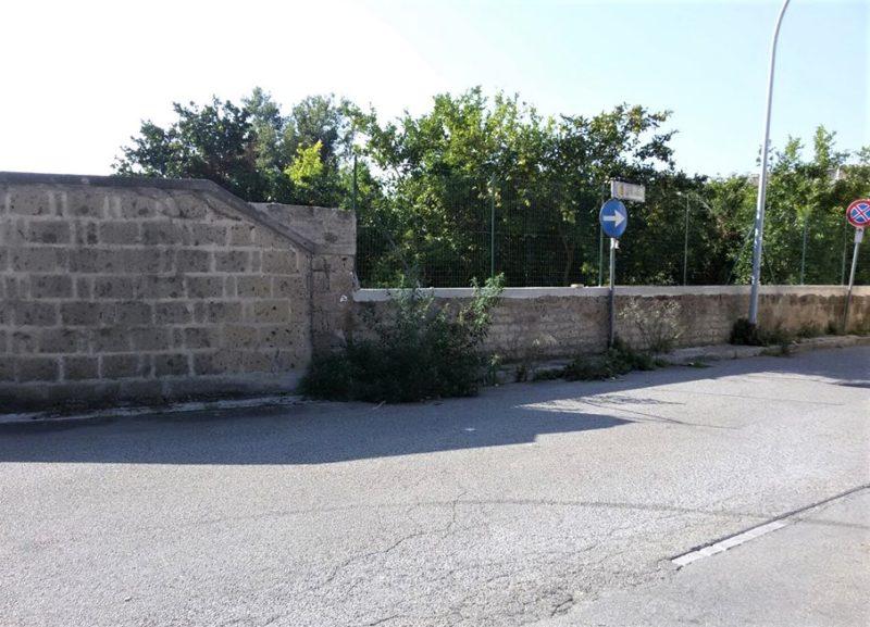 Centro Corone Via Sicilia CASAGIOVE: STRADE SPORCHE E DISSESTATE, AUTO IN SOSTA PERENNE....E IL PRIMO CITTADINO?