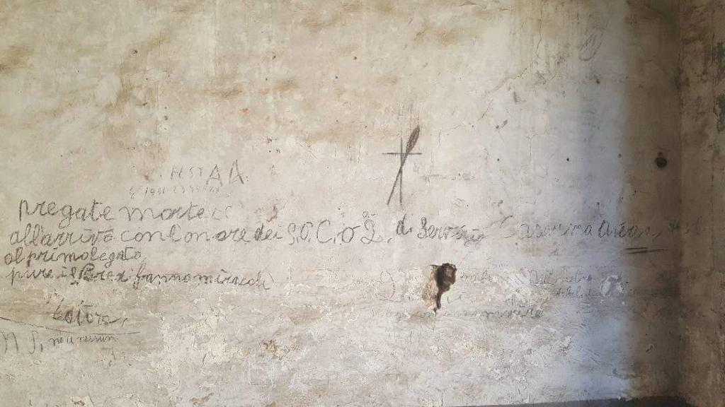 scritte sui muri 1 1024x576 LE SCARPE DEI MATTI, COSA RESTA DEL MANICOMIO DI AVERSA 40 ANNI DOPO LA LEGGE BASAGLIA