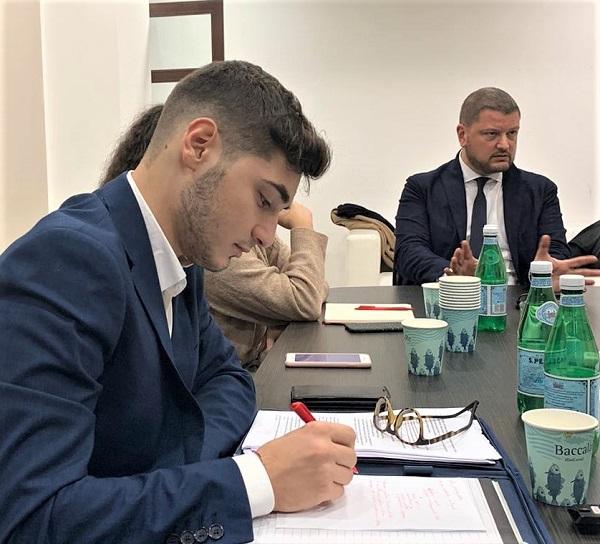 Alessandro Fedele Gennaro Migliore 1 I MILLENNIALS A NAPOLI E CASERTA SI CONFRONTANO PER NUOVE IDEE