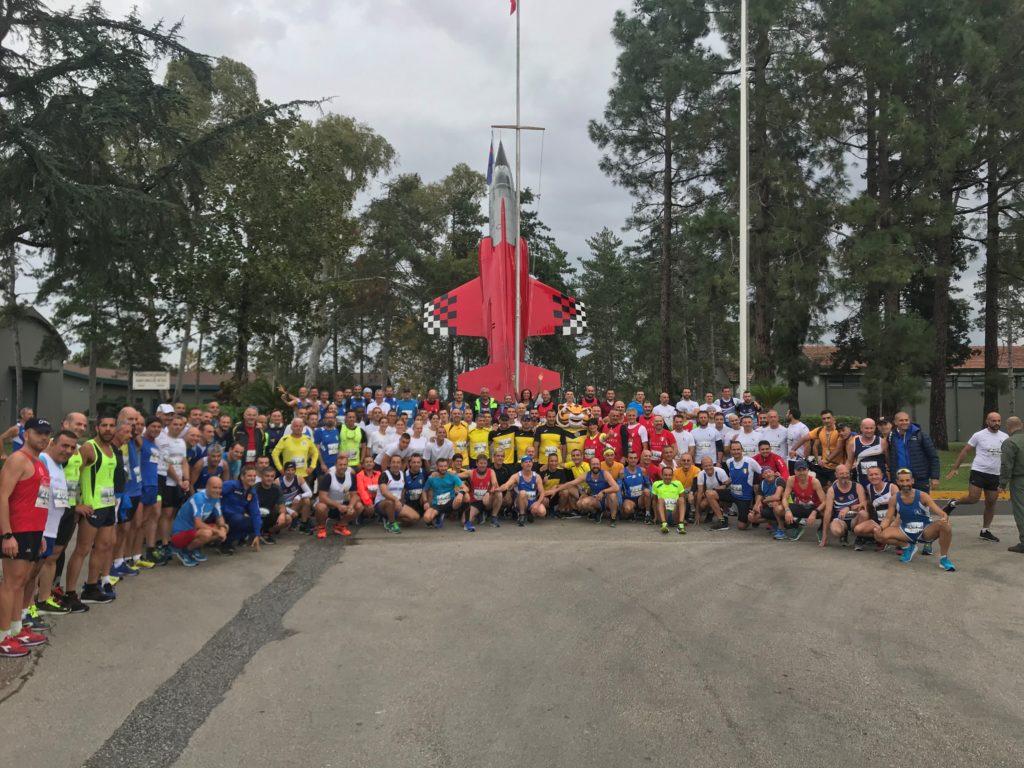 """Foto di gruppo dei partecipanti 1 1024x768 GARA PODISTICA """"MEMORIAL CENNAME 2019"""" AL 9° STORMO DI GRAZZANISE"""
