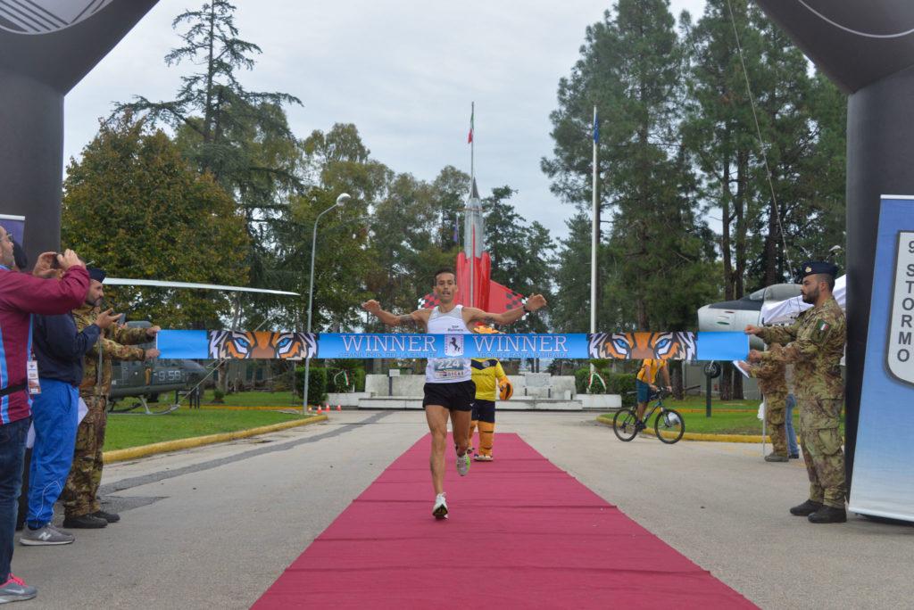 """Il primo classificato dellottavo trofeo Santa Barbara 1024x684 GARA PODISTICA """"MEMORIAL CENNAME 2019"""" AL 9° STORMO DI GRAZZANISE"""