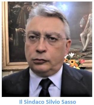 SASSO GENNARO OLIVIERO VA A FARE SHOPPING NELLA MAGGIORANZA DI SILVIO SASSO