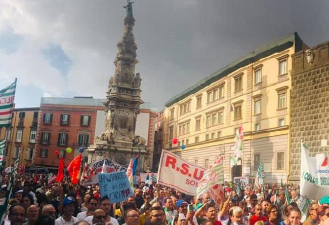 sciopero LA FEDERAZIONE DEL PARTITO SOCIALISTA ITALIANO PRESENTE ALLO SCIOPERO DEI LAVORATORI WHIRLPOOL
