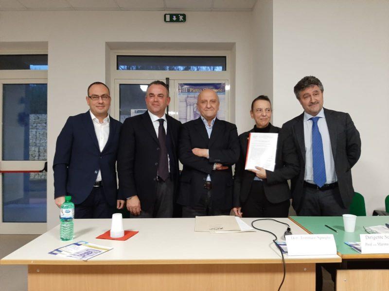 IMG 20191212 WA0021 LICEO GIANNONE FIRMA CONVENZIONE CON LOSPEDALE DI CASERTA