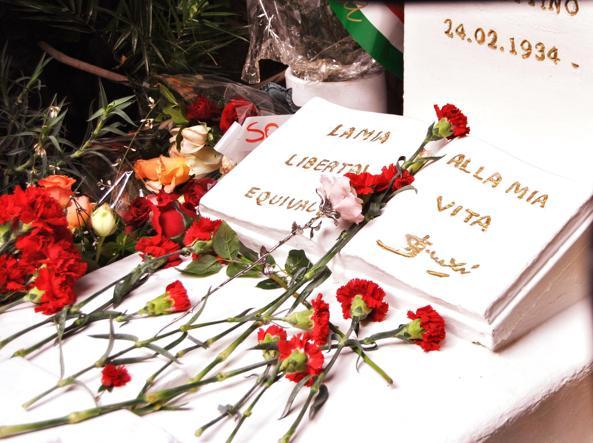 7b92229681a45a7e6a0c1682022a0245 0003 krdH U31601150861681HCC 593x443@Corriere Web Nazionale BRANCACCIO AD HAMMAMET PER I 20 ANNI DALLA MORTE DI BETTINO CRAXI
