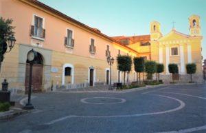 A piazza parrocchia di san nicola la strada2 750x430 1 300x193 SANIFICAZIONE STRAORDINARIA DELLE STRADE A SAN NICOLA LA STRADA DALLE 22