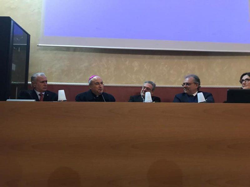 Tavolo di Presidenza 1 scaled MADDALONI, SERATA PARTECIPATA IN RICORDO DEL DIRIGENTE, EDUCATORE E SAGGISTA MICHELE VIGLIOTTI