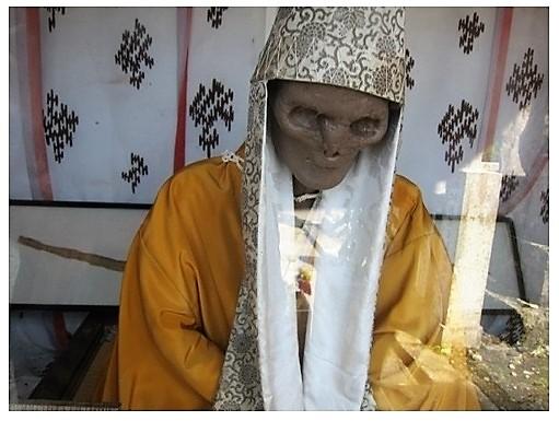 20120729 203750 1 MONACI BUDDISTI DISIDRATATI E SEPOLTI VIVI: LE MUMMIE DA ADORARE