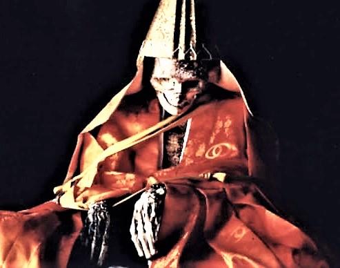 Daijuku Bosatsu Shinnyokai shonin presso il tempio Dainichi Boo sul monte Yudono uno dei Tre Sacri Monti Dewa 1 MONACI BUDDISTI DISIDRATATI E SEPOLTI VIVI: LE MUMMIE DA ADORARE