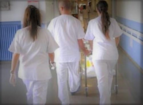 "infermieri jpg 251565.660x368 Ospedale, figure ""anomale"", il Nursind scrive al Dg"