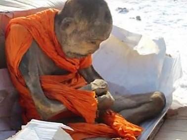 mongolia 1 MONACI BUDDISTI DISIDRATATI E SEPOLTI VIVI: LE MUMMIE DA ADORARE