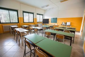 scuola vuota aula 300x200 RIFLESSIONI E PROPOSTE DEL CNDDU SULLA RIAPERTURA DELLE SCUOLE