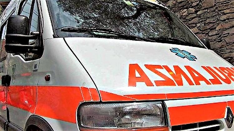 """Ambulanza 118 1 VOLONTARI DEL 118: """"SIAMO ALLO STREMO DELLE FORZE"""""""