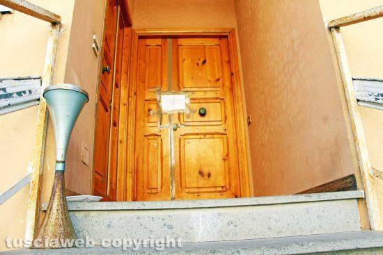 Ronciglione. L'ingresso dell'appartamento di Mirella Iezzi OMICIDIO DI MARIA SESTINA ARCURI