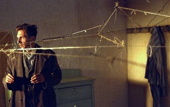 """Spider 2002 """"SPIDER"""": L'ADATTAMENTO DEL ROMANZO DI PATRICK MCGRATH"""