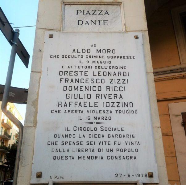 TARGA ALDO MORO scaled ALDO MORO, IL RICORDO DI COBIANCHI: LA TARGA IN PIAZZA DANTE VA CAMBIATA