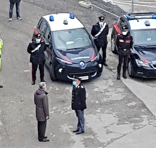 caserta LOMAGGIO DELLE FORZE DELLORDINE AL PERSONALE OSPEDALIERO