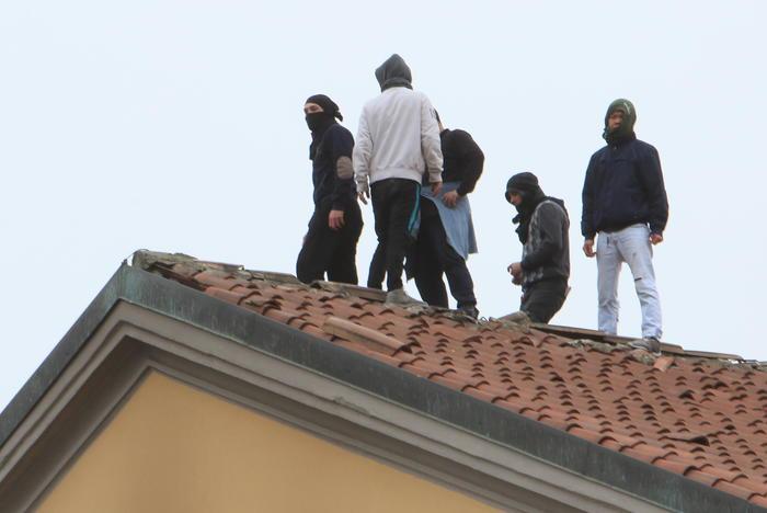 e66317ccf5f0e69b41fba322feb7b71b RIVOLTE NELLE CARCERI DI TUTTA ITALIA: 20 DETENUTI SAREBBERO EVASI DALLISTITUTO FOGGIANO