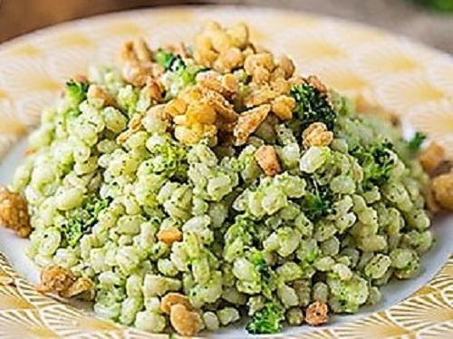 orzo crema di broccoli e briciole di tempeh ORZO CON CREMA DI BROCCOLI E TEMPEH CROCCANTE