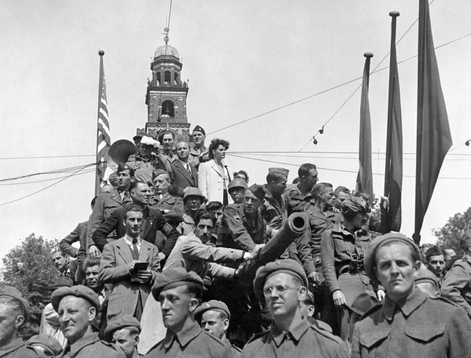 6 maggio 1945 Milano LA LIBERAZIONE: GLI SCATTI CHE HANNO SEGNATO UNEPOCA