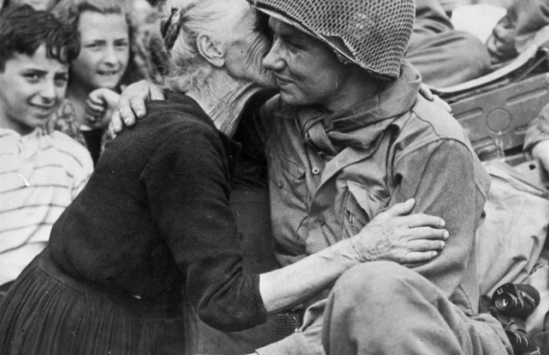 aprile 1945 scaled LA LIBERAZIONE: GLI SCATTI CHE HANNO SEGNATO UNEPOCA