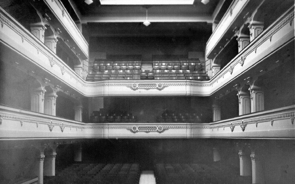 teatro Ricciardi anni30 1024x640 VERSO IL 1 MAGGIO: IL RICCIARDI VICINO AI LAVORATORI DELLO SPETTACOLO
