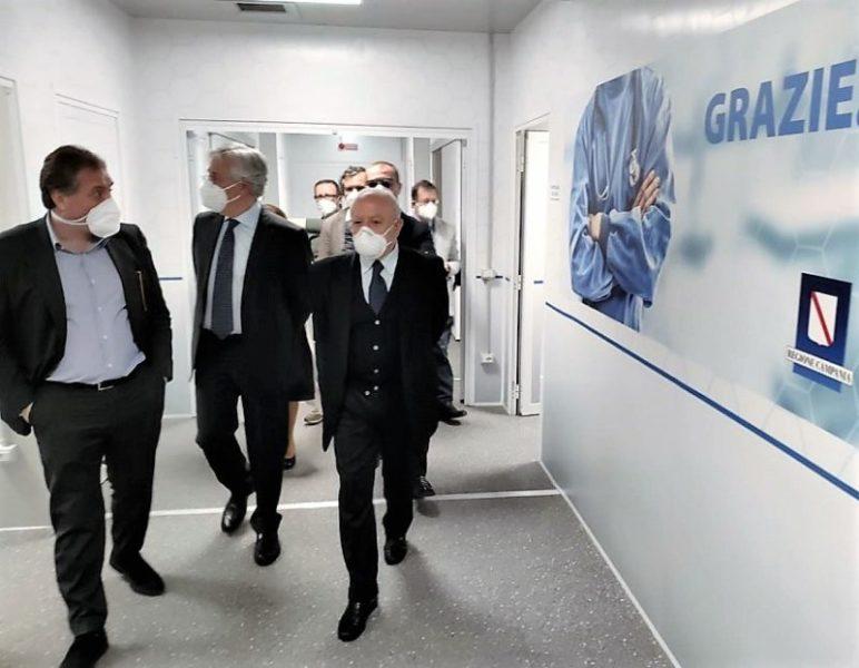 ospedale covid scaled DE LUCA BENEDICE IL CENTRO COVID MODULARE E PENSA A IODICE MANAGER DELL'AORN