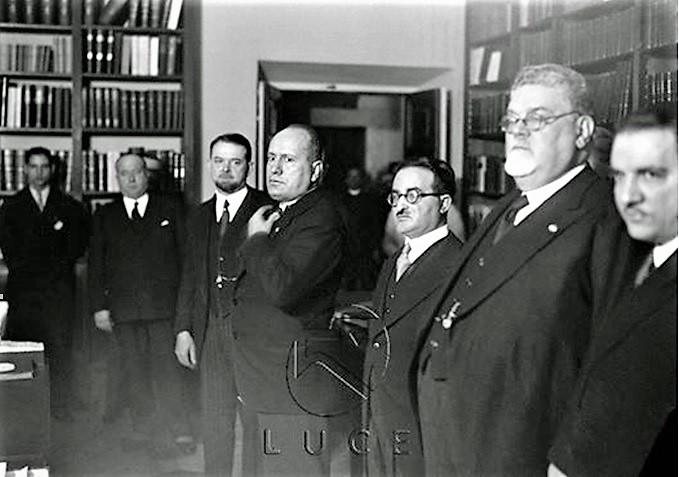 Mussolini alla cena Casa Bianca PICCOLE INSIGNIFICANTI DIFFERENZE...?