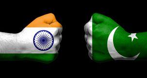 bandiere dell india e del pakistan dipinti su due pugni chiusi che si affrontano sul concetto nero relazioni fondo 120049113 IL KASHMIRÈ UNA TRAPPOLA USA PER FRONTEGGIARE RUSSIA E CINA?