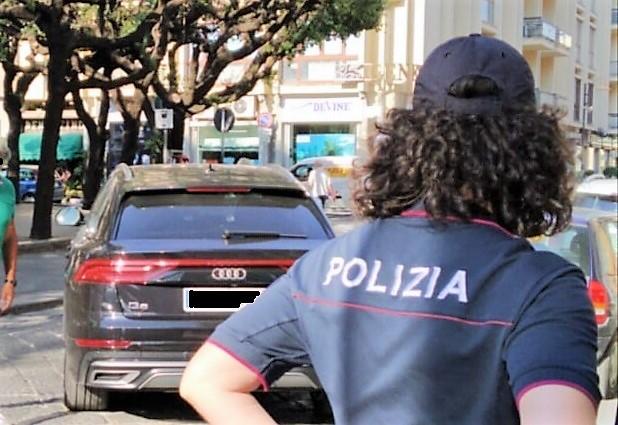 """polizia """"LASCIATECI RESPIRARE"""", IN CENTINAIA IN PIAZZA A CASERTA: MARINO RIFIUTA L'INCONTRO E VA VIA SCORTATO, IGNORANDO LE RICHIESTE!"""