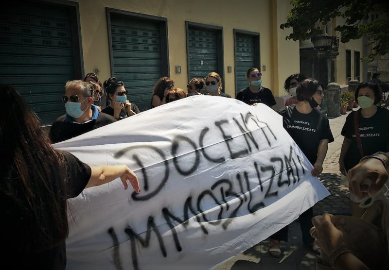 %name COORDINAMENTO DOCENTI IMMOBILIZZATI: TITOLARI FUORI SEDE PROTESTANO