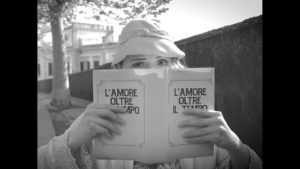 foto 3 corto Lamore oltre il tempo 300x169 LAMORE OLTRE IL TEMPO, PELLECCHIA VINCE IL GLOBO DORO