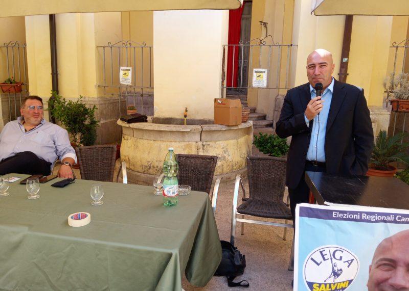 Da destra Michele Martucci durante il suo intervento a Capua scaled CAPUA, MARTUCCI (LEGA): SOLO CON LA CONCERTAZIONE DI TUTTI I SOGGETTI ISTITUZIONALI PRESENTI SUL TERRITORIO RISOLVEREMO LE ANTICHE PROBLEMATICHE DI TERRA DI LAVORO