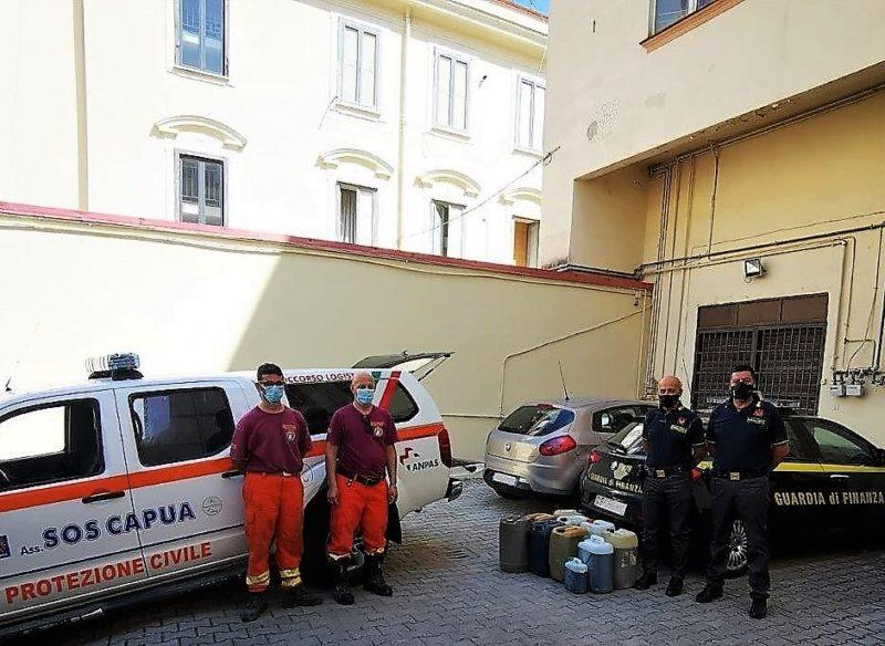 Donazione foto 1 scaled LA GdF CASERTA DONA 200 LITRI DI CARBURANTE ALLA PROTEZIONE CIVILE DI CAPUA