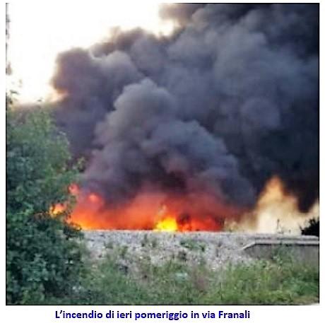 incendio via Franali SESSA AURUNCA: IN FIAMME UNA DISCARICA IN PIENO CENTRO STORICO