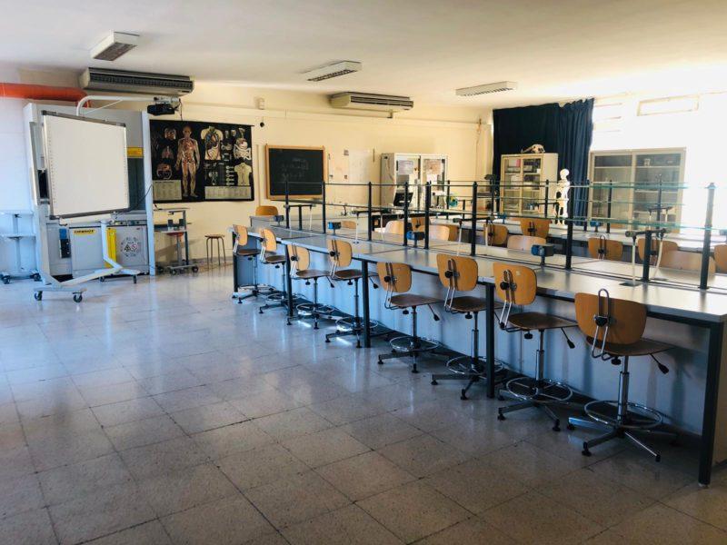 laboratorio manzoni scaled PRONTI ALLA RIAPERTURA: DIDATTICA IN PRESENZA E DA REMOTO PER I MANZONIANI
